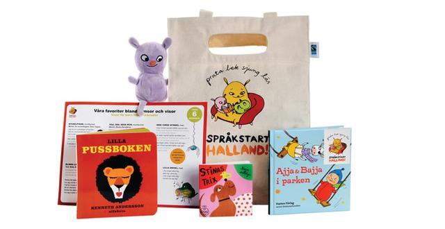 Språkpaket 1 med en väska, ett gosedjur, böcker och ett ark med ramsor.