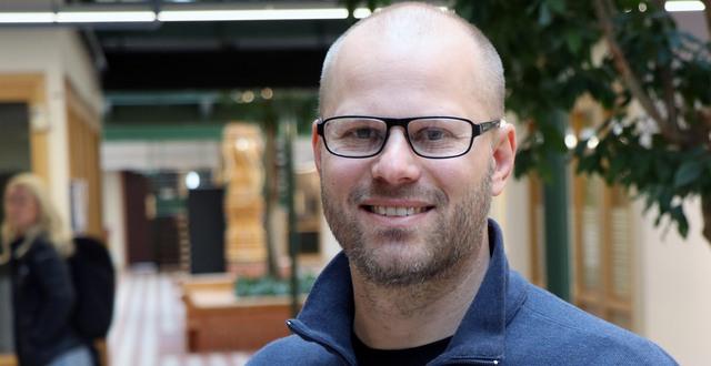 Jens Nygren är professor i hälsoinnovation vid Akademin för hälsa och välfärd på Högskolan i Halmstad. Han och hans forskargrupp har fått i uppdrag att följa införandet av Välmående ger resultat i Halland.