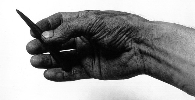 Hand med krita av Olle Waller för Hallands konstskola.
