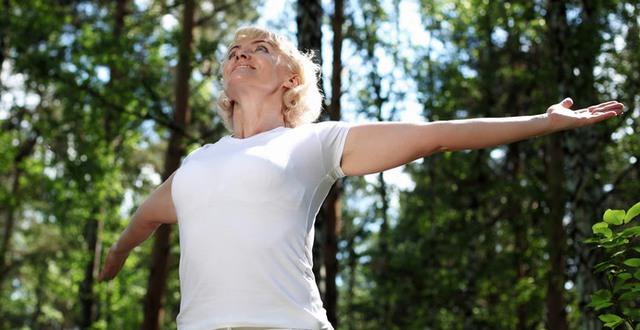Kvinna i naturen