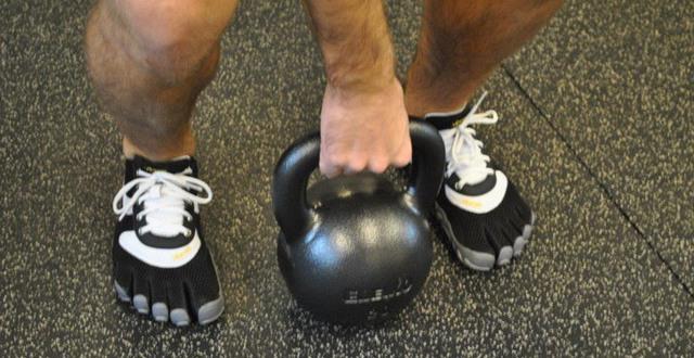 Personlig tränare med kettlebell
