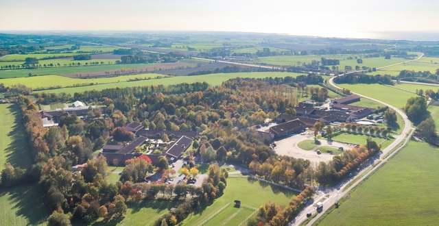 Flygbild över Munkagårdsgymnasiet