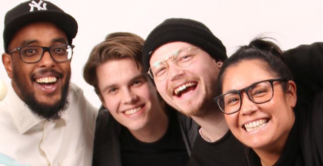 Fyra glada personer på Löftadalens folkhögskola.