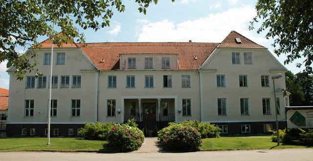 Huvudbyggnaden Katrinebergs folkhögskola