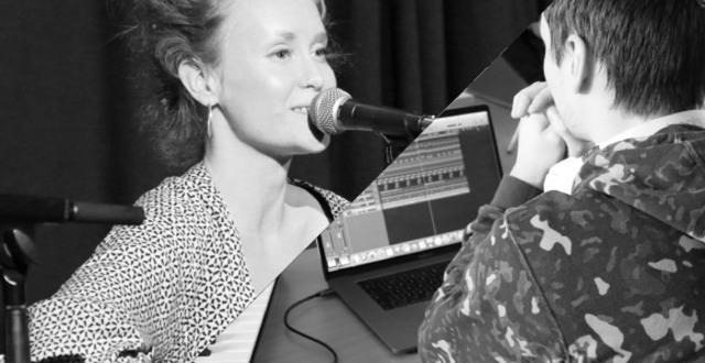 Tjej som sjunger och kille som producerar musik vid datorn.