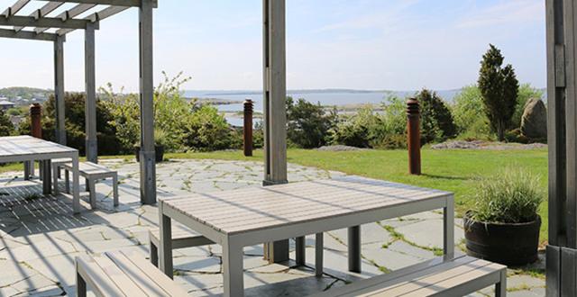 Vy över havet från restaurang Nidingens uteplats.